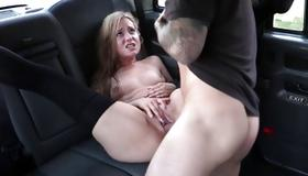 Amazing young bitch gets her fucked in taxi