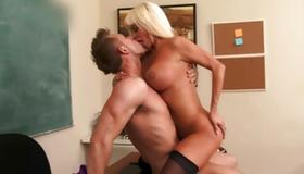 Eager sluttish woman is cruelly fucking the dick